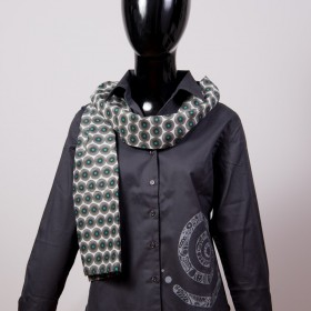 accessory & gifts The light scarf is an eye-catcher