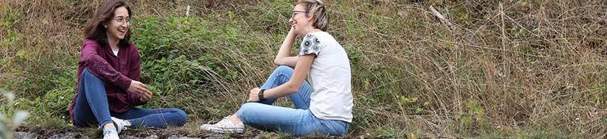 Damen T-Shirts und Sweatshirts mit bedruckten, nachhaltigen Stoffen